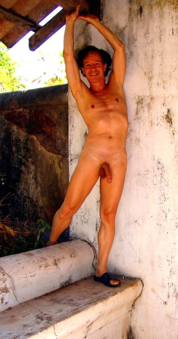 I like to show myself nude to strangers.jpg